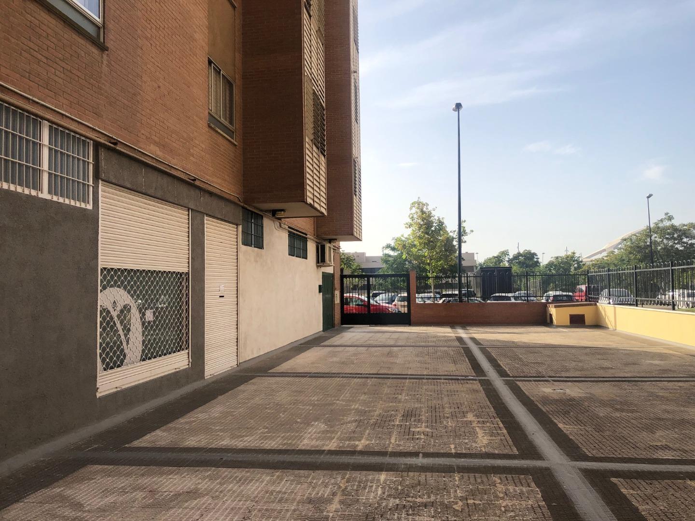 Local de alquiler en Calle Amsterdam, 4,  Zaragoza Capital