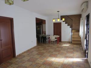 Casa adosada en Alquiler en Agujas / Bellavista - La Palmera