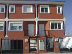 Casa adosada en Venta en Santa Ana / Casas de Juan Núñez