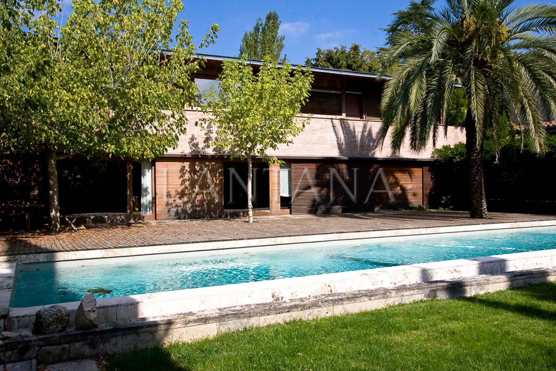 House  Carrer garrofer, 31. Casa de diseño con jardín y piscina, en venta en l'ametlla del v