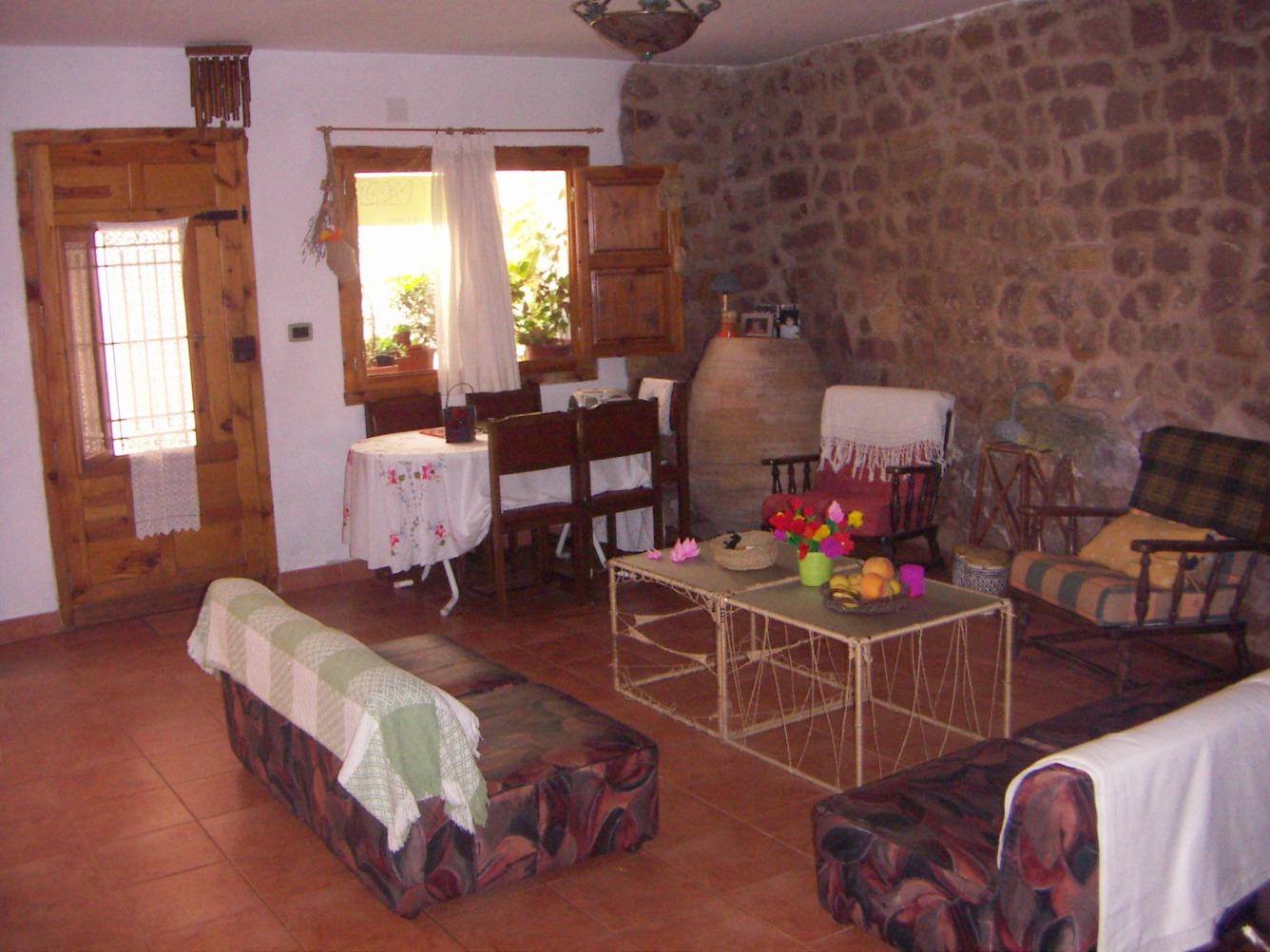 Casa  Vall d'alba, zona de - vilanova d'alcolea. Edificio compuesto por dos casas juntas de 200 m2, en total 5 ha