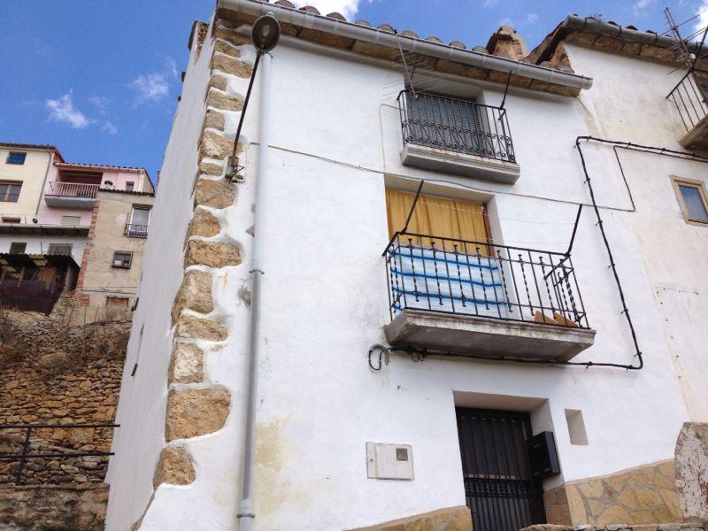 Casa  Alt maestrat - villafranca del cid / vilafranca. Casa compuesta por bajo y dos alturas, tiene reformas, justo al