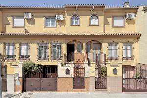 Casa adosada en Venta en Tierno Galvan, 24 / Santa Fe