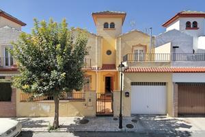 Casa adosada en Venta en Eladio Lapresa, 8 / Santa Fe
