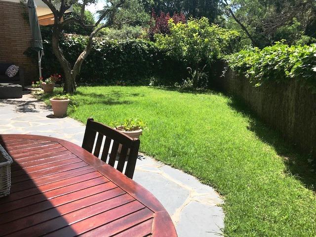 Alquiler Piso  Calle esplaimar. Planta baja con jardín con acceso directo a jardín con piscina.