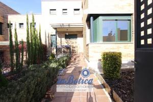 Casa adosada en Venta en Bargas, Zona de - Bargas / Bargas