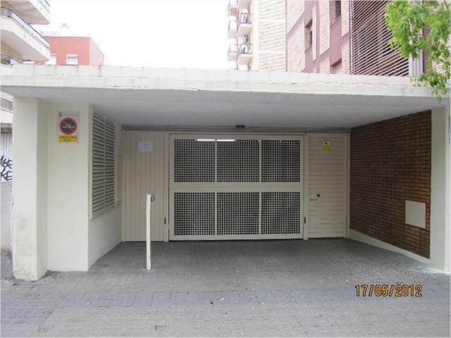 Rent Car parking  Avenida francesc macià, 145