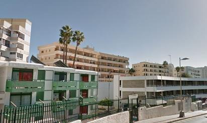 Edificios en venta con piscina en España
