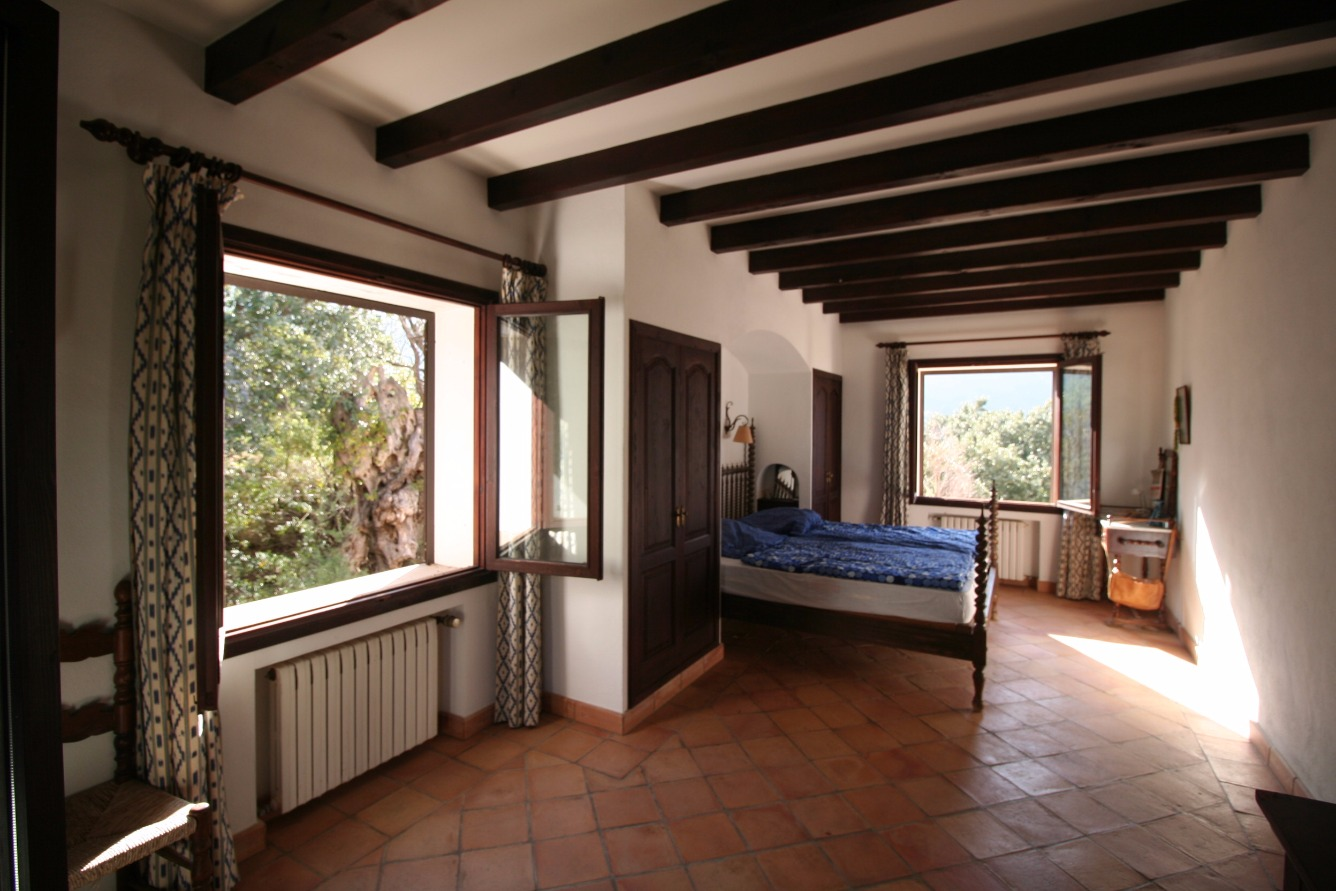Maison  Calle estellencs. Se vende impresionante casa rustica en estellencs con piscina.