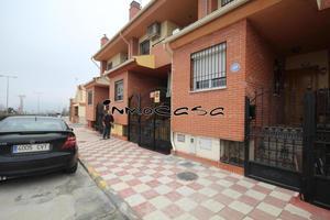 Casa adosada en Venta en De Ronda / Albolote