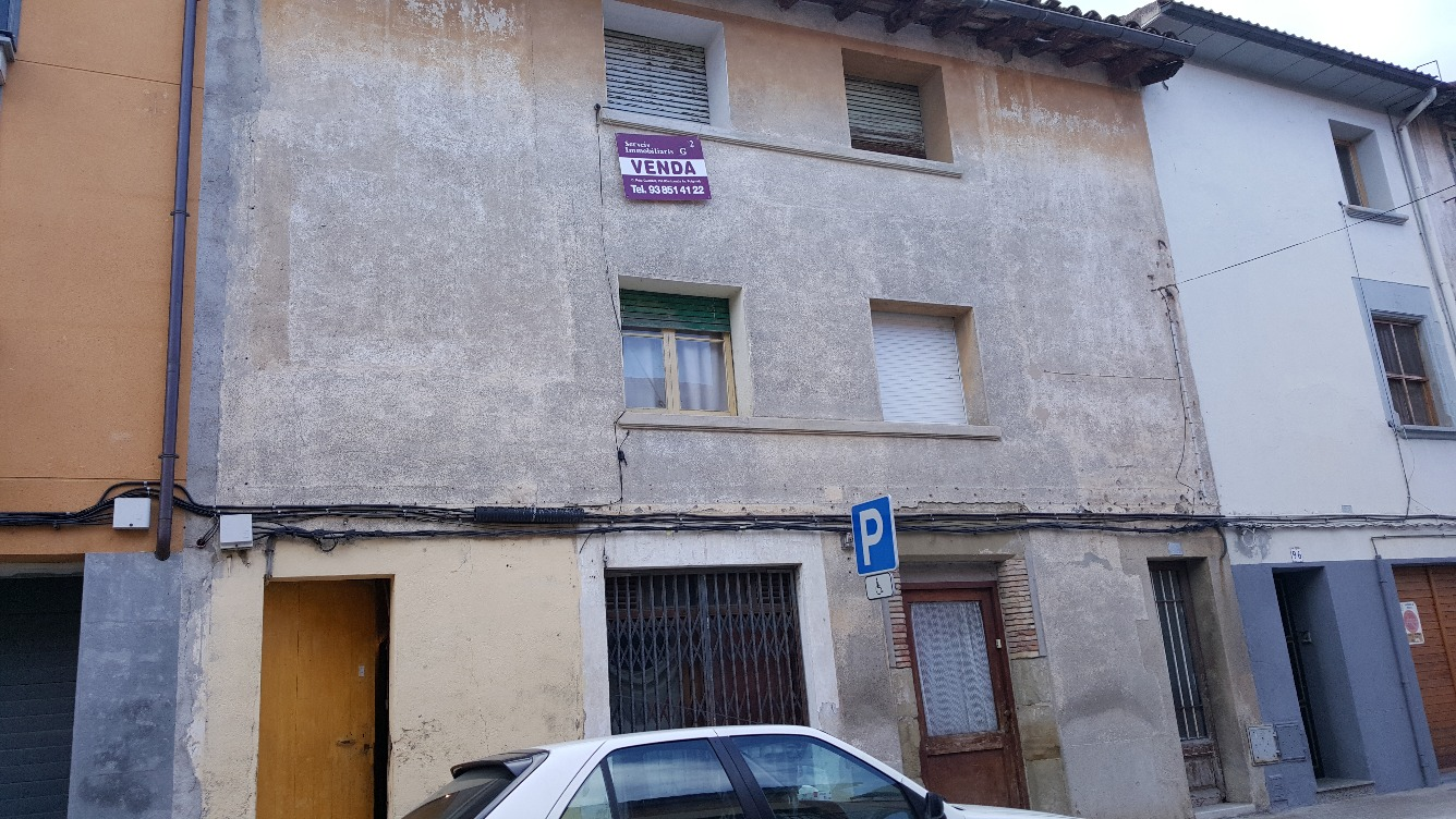 Solar urbà  Calle cavalleria, 98. Casa per reformar,  al centre de Manlleu, a  bona zona, edificab