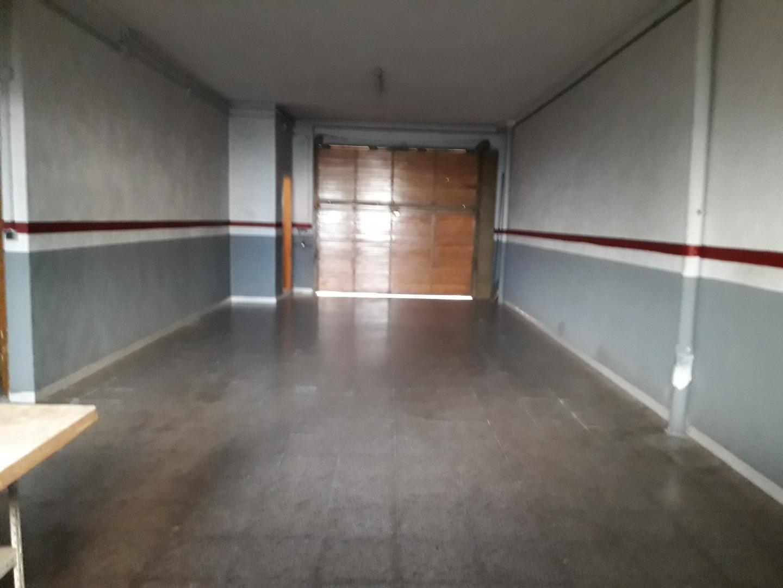 Lloguer Casa  Avinguda garrotxa, 5. Casa que consta de garatge un lavabo i un coarto de rentar,  amb