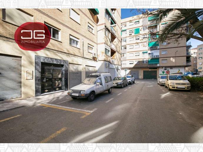 Foto 1 de Piso en Calle Calle Pintor Hermenegildo Lanz / Barrio de Zaidín,  Granada Capital