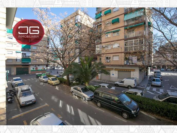 Foto 18 de Piso en Calle Calle Pintor Hermenegildo Lanz / Barrio de Zaidín,  Granada Capital