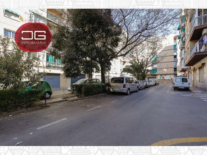 Foto 19 de Piso en Calle Calle Pintor Hermenegildo Lanz / Barrio de Zaidín,  Granada Capital