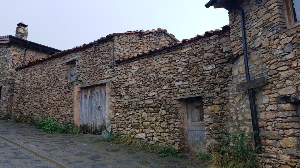 Casa  Calle partdevila. Casa per reformar a ortedó