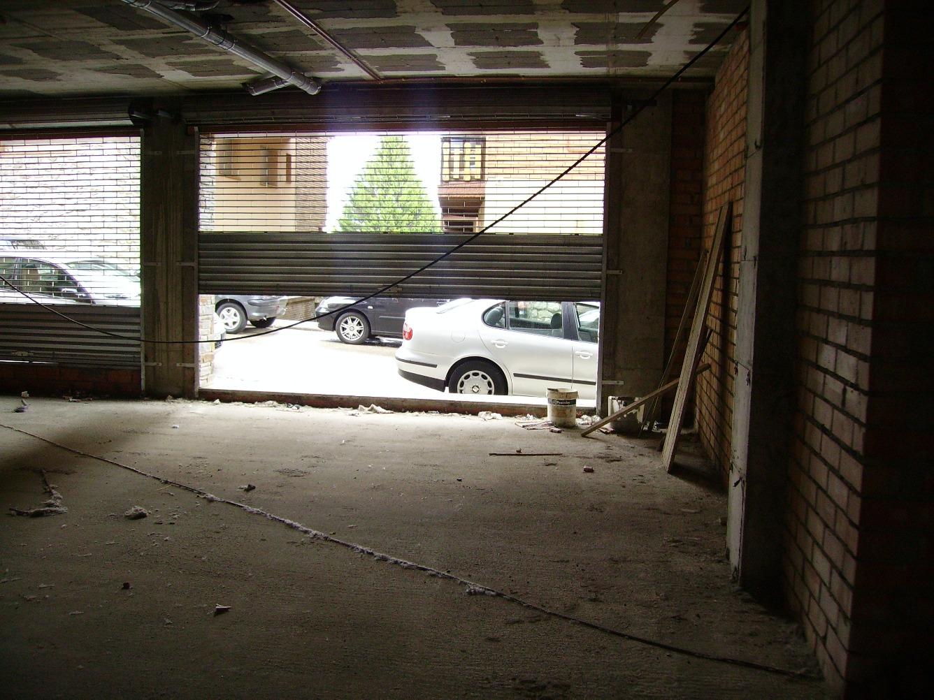 Alquiler Local Comercial  Calle antiga duana, 1. 88 m2 totales , divisible en dos locales de 44 m2 cada uno con d