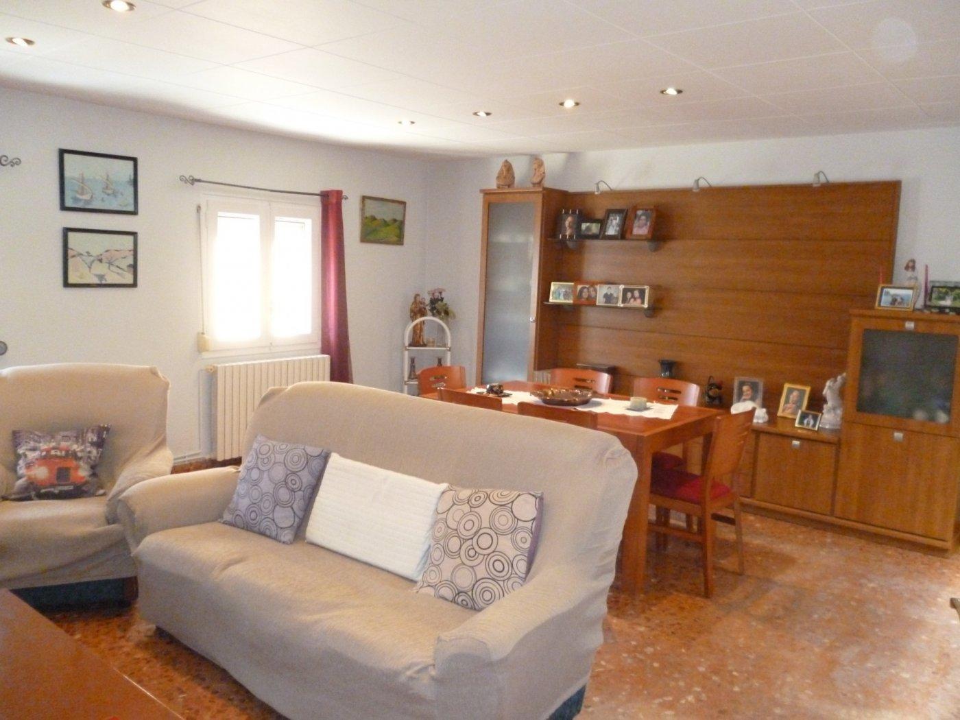 Casa  Carrer ramon felip galicia. Se vende casa en bell-lloc d'urgell