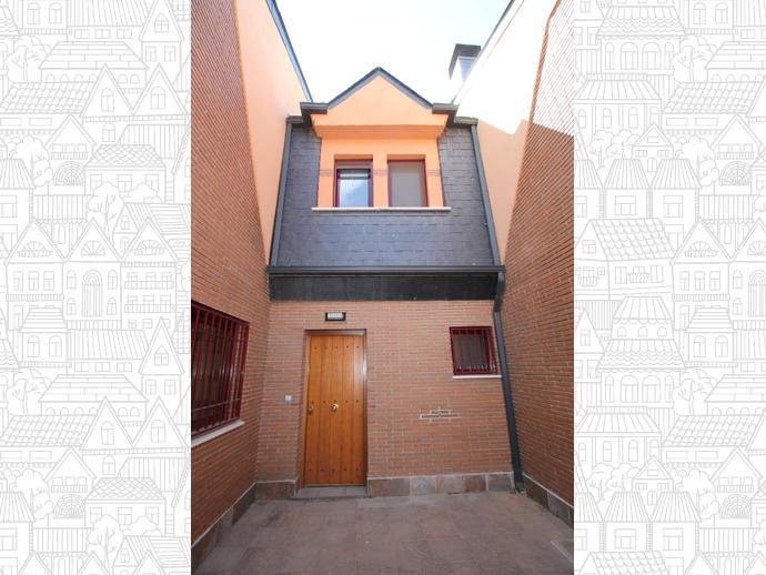 Casa adosada en granada capital en genil en calle ojos del for Piscina bola de oro granada