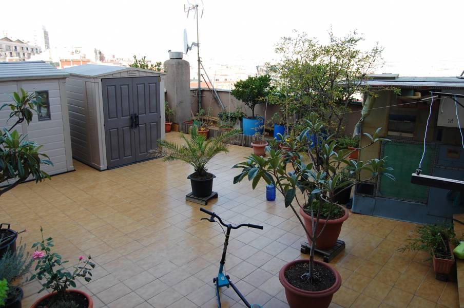 Appartamento  Santa coloma de gramanet ,santa rosa. Estupendo piso con terraza 70 m2