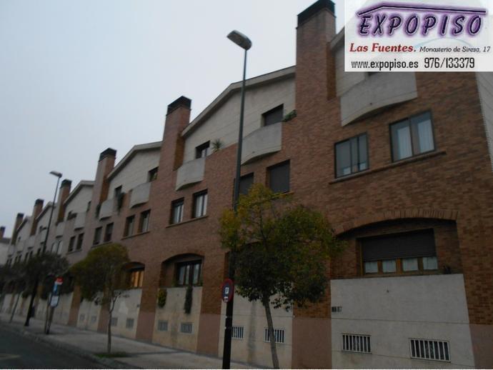 Foto 2 de Casa adosada en Miralbueno Piscina,Bodega,Terrazas,Garaje / Miralbueno,  Zaragoza Capital