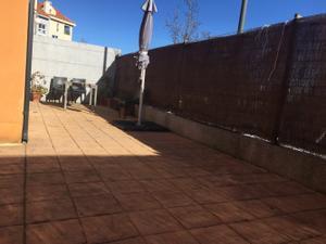 Piso en Alquiler en Residencia / Abantos - Carmelitas