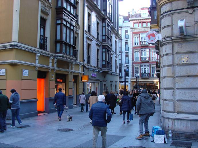 Piso en gij n en centro en calle tomas zarracina 142067750 for Pisos de ocasion en gijon