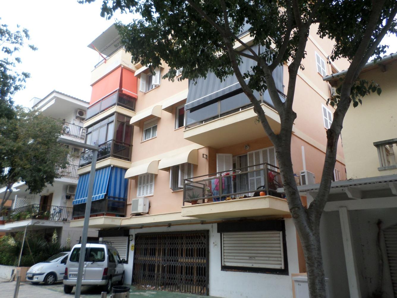 Local Comercial  Calle vinya del mar, 12. Cala millor. local comercial en calle de mucho paso peatonal y r