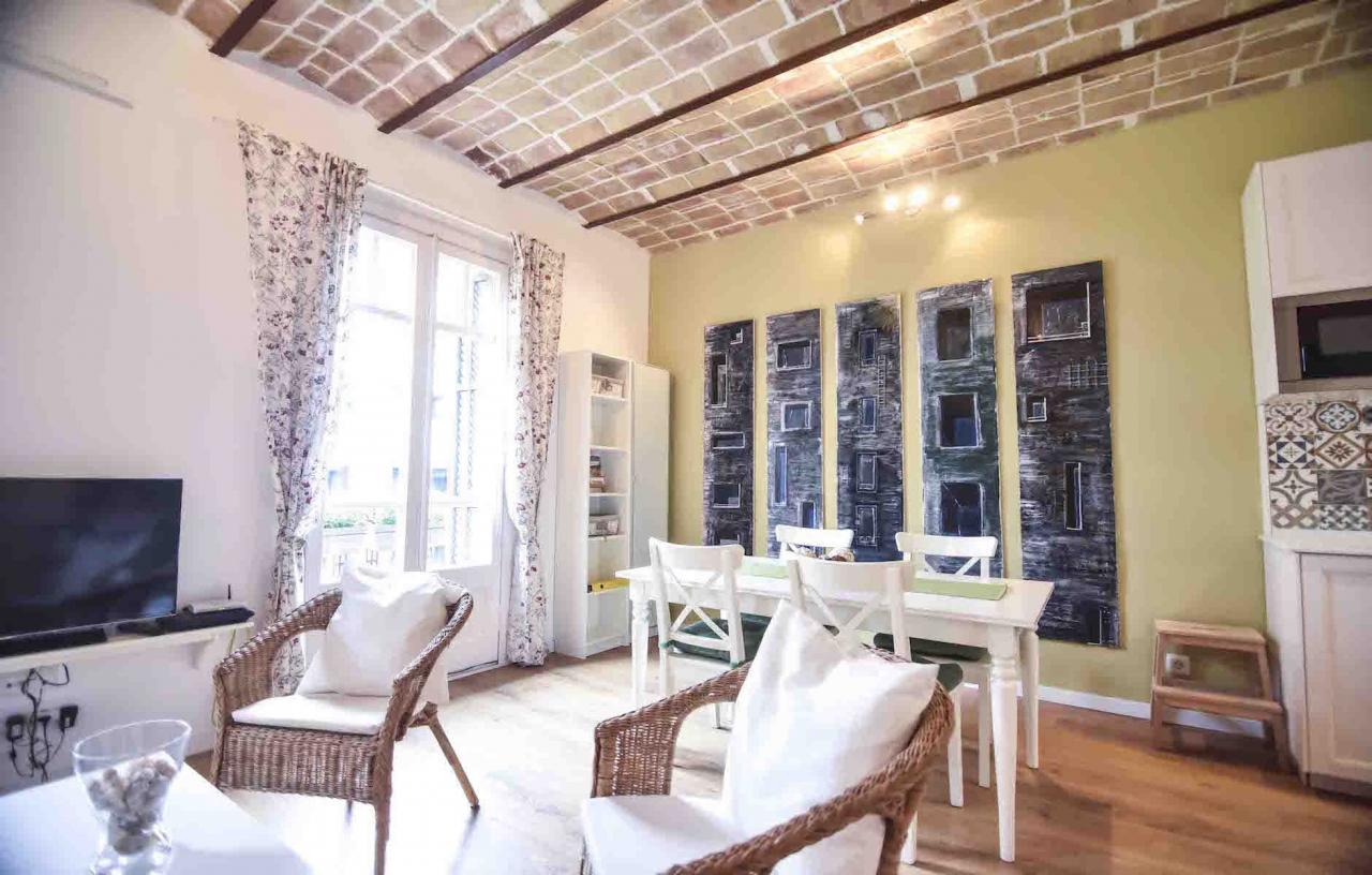 Lloguer Pis  Calle carrer lleida. Elegante y moderno apartamento de 2 dormitorios.