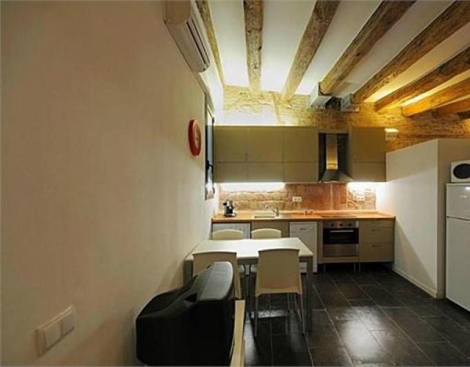 Lloguer Pis  Calle carrer de les moles. Apartamento moderno con estilo catalán en plaza catalunya