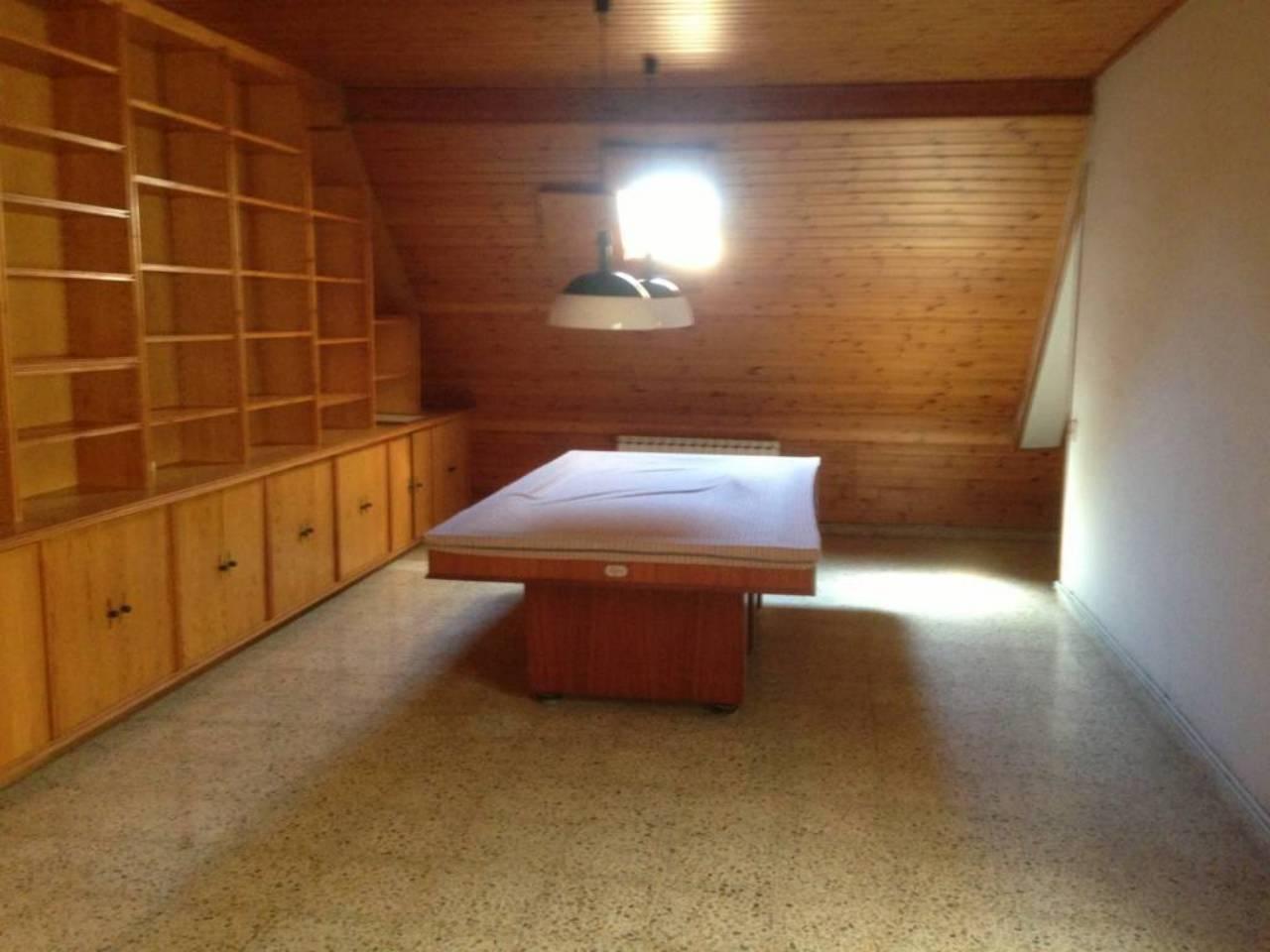 Piso  Centre. Altura piso 2º, ático superficie total 235 m², superficie útil 2