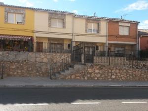 Casa adosada en Alquiler en De la Soledad / Los Santos de la Humosa