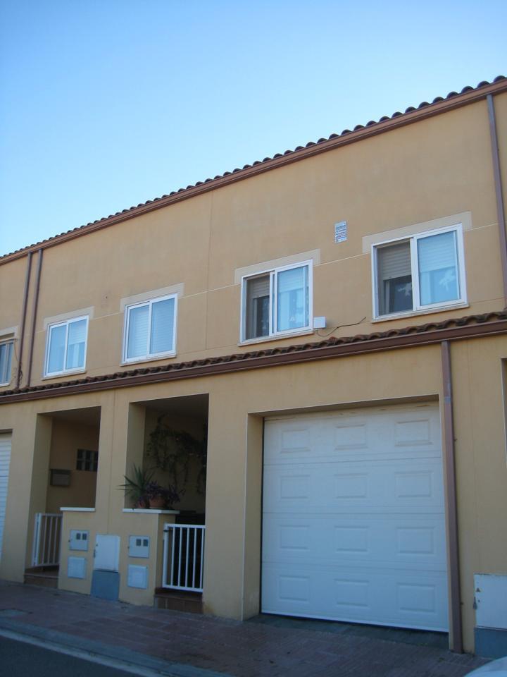 Casa  Paseo catalunya. Terreno de 140m2 y casa de 183,12m2, 3 habitaciones + altillo, c
