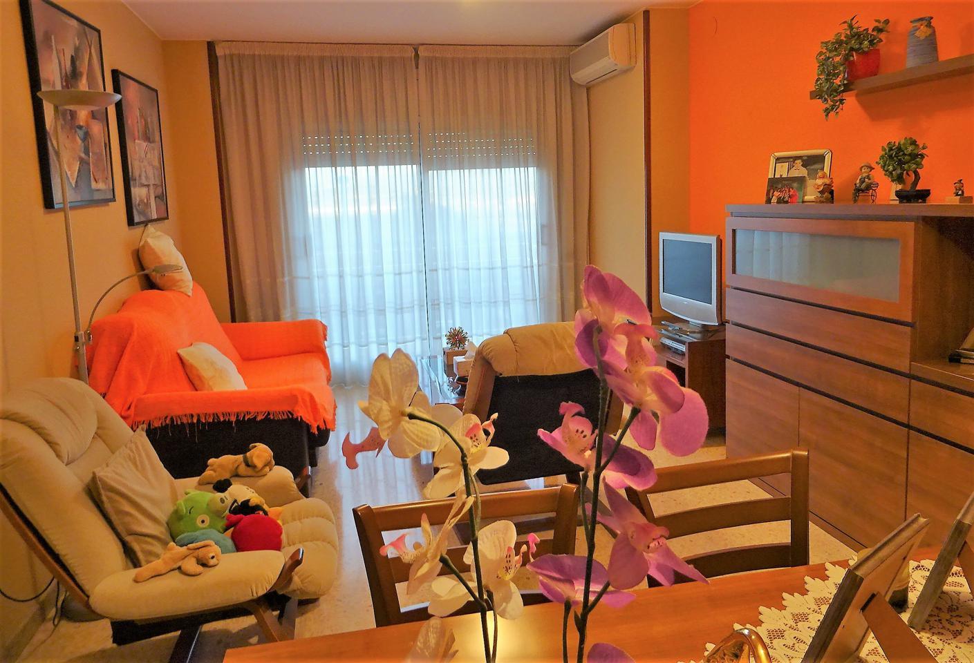 Piso en Montblanc. Piso de 115 m2 aprox., con 3 habitaciones, una doble y dos indiv