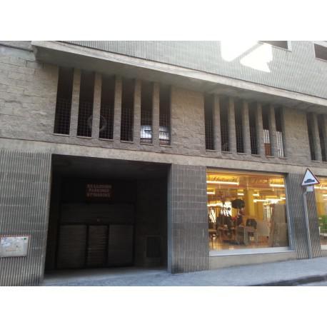 Rent Car parking  Calle muralla de sant antoni. Plaça de pàrquing de 12 m2 aprox., situada en planta primera.
