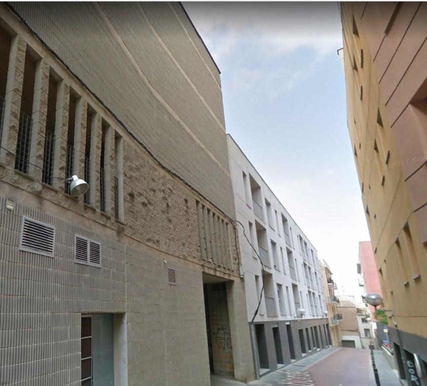Rent Car parking  Calle carrer muralla de sant antoni. Parquing 12m2 aprox. de linea en venta o en alquiler. situado ce