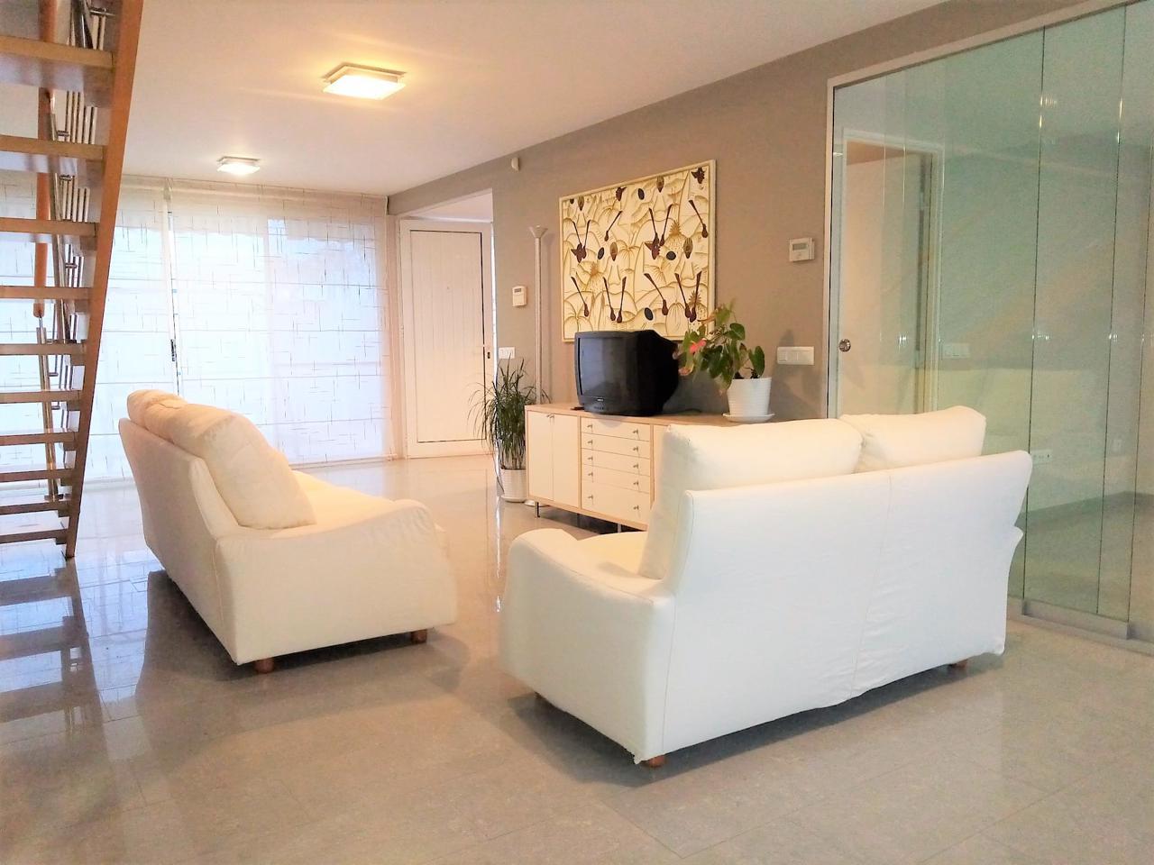 Casa en Morell (El). Casa adosada de construcción minimalista de 180 m2 útiles situad