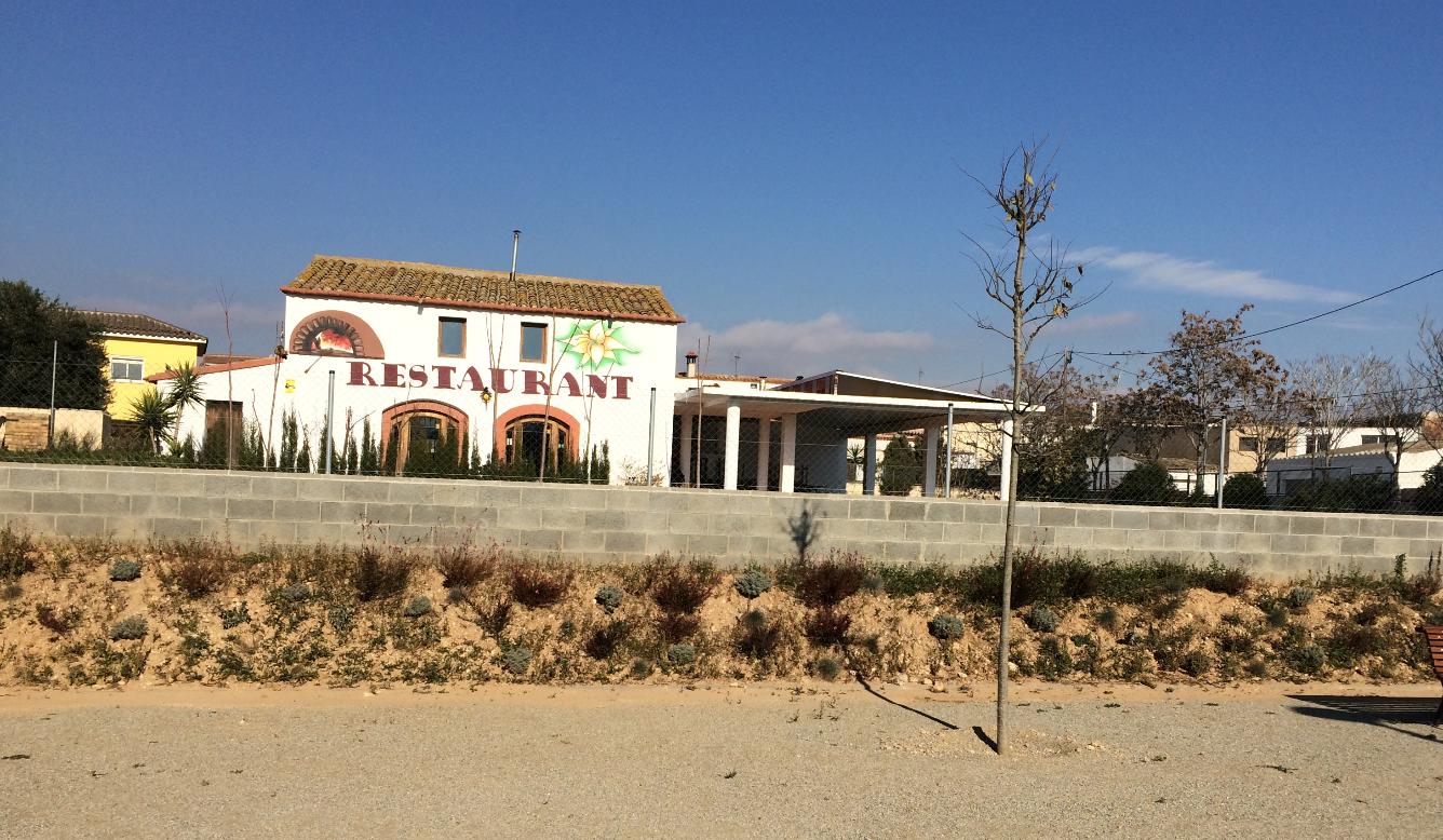 Edifici  Camino cal salines, 27. Masia-restaurante rustica en pleno centro de la poblacion de san
