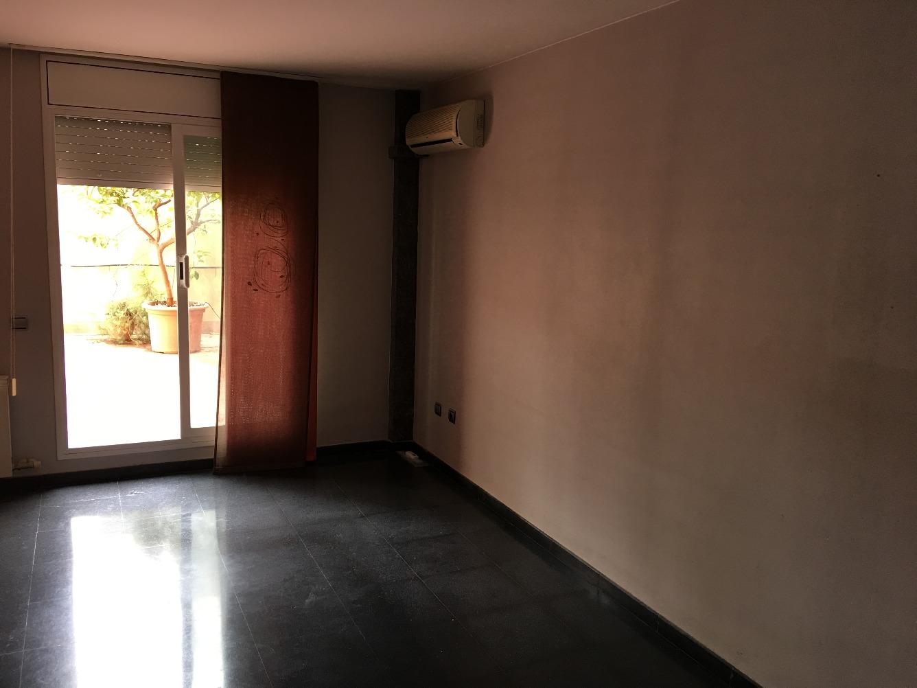 Alquiler Piso  Lleida capital - la bordeta. Piso sin muebles en edificio construido en 2001 con parking! dis