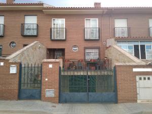 Casa adosada en Venta en Cañada Real / Bargas