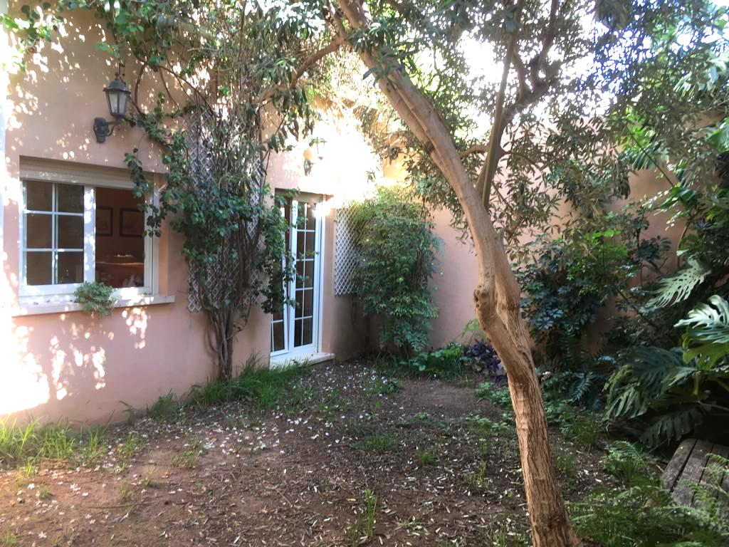 Casa  Plaza olivereta. Casa en benirredrá en buen estado de conservación. muy próxima