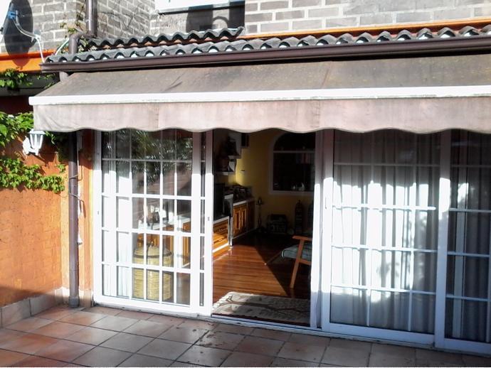 Casa adosada en leioa en zona artaza sarriena en calle for Piscinas leioa