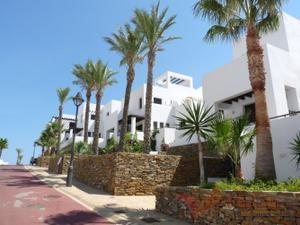 Casa adosada en Venta en Califato / Las Ventanicas - La Paratá