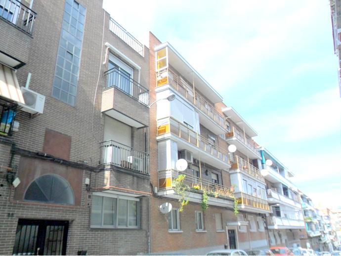 Piso en madrid capital en ciudad lineal en calle antonio for Pisos en pueblo nuevo madrid
