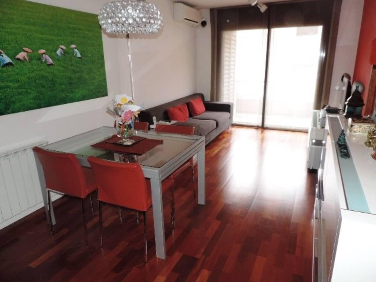 Pis  Vallromanes. Sup. 75 m²,  2 hab., 1 baño, cocina, comedor-salón, suelos parke