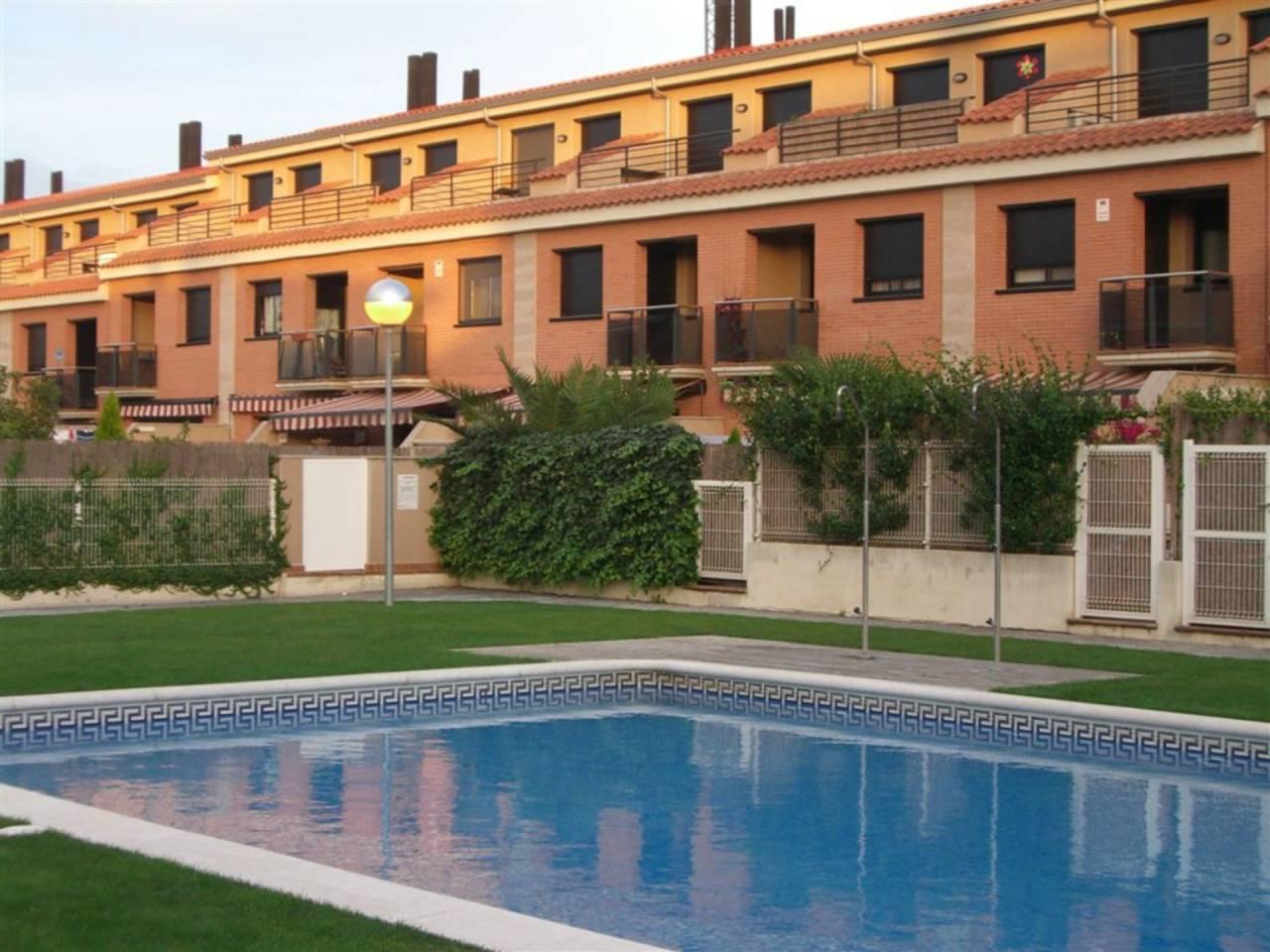 Lloguer Casa  Vilanova del vallès. Sup. 220m , 3 habitaciones (1 suite) 2 baños, 1 aseo, cocina, la