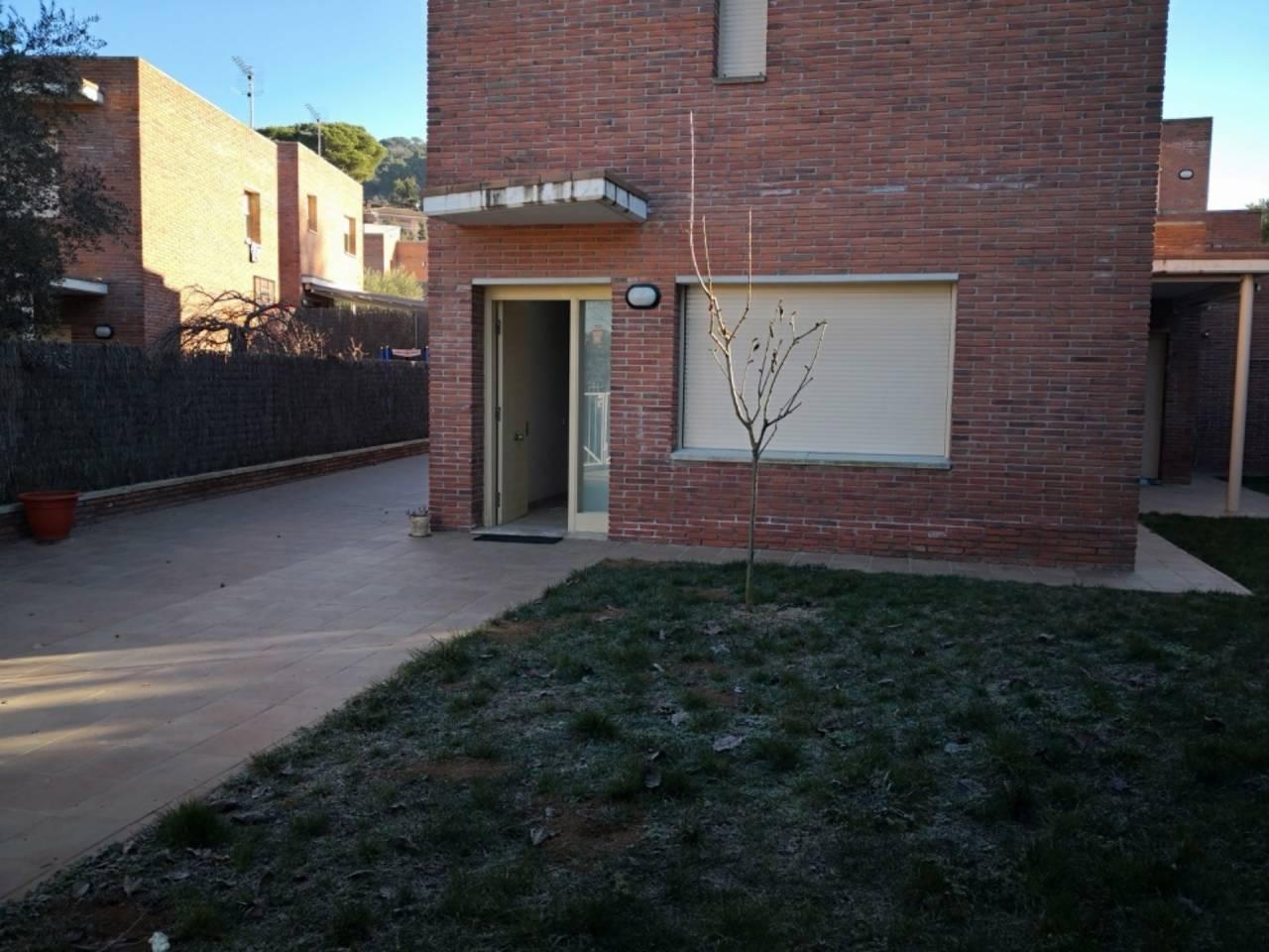 Lloguer Casa  - en el centro del pueblo -. Sup. 167 m², 500 m² solar,  4 habitaciones (4 dobles),  3 baños,