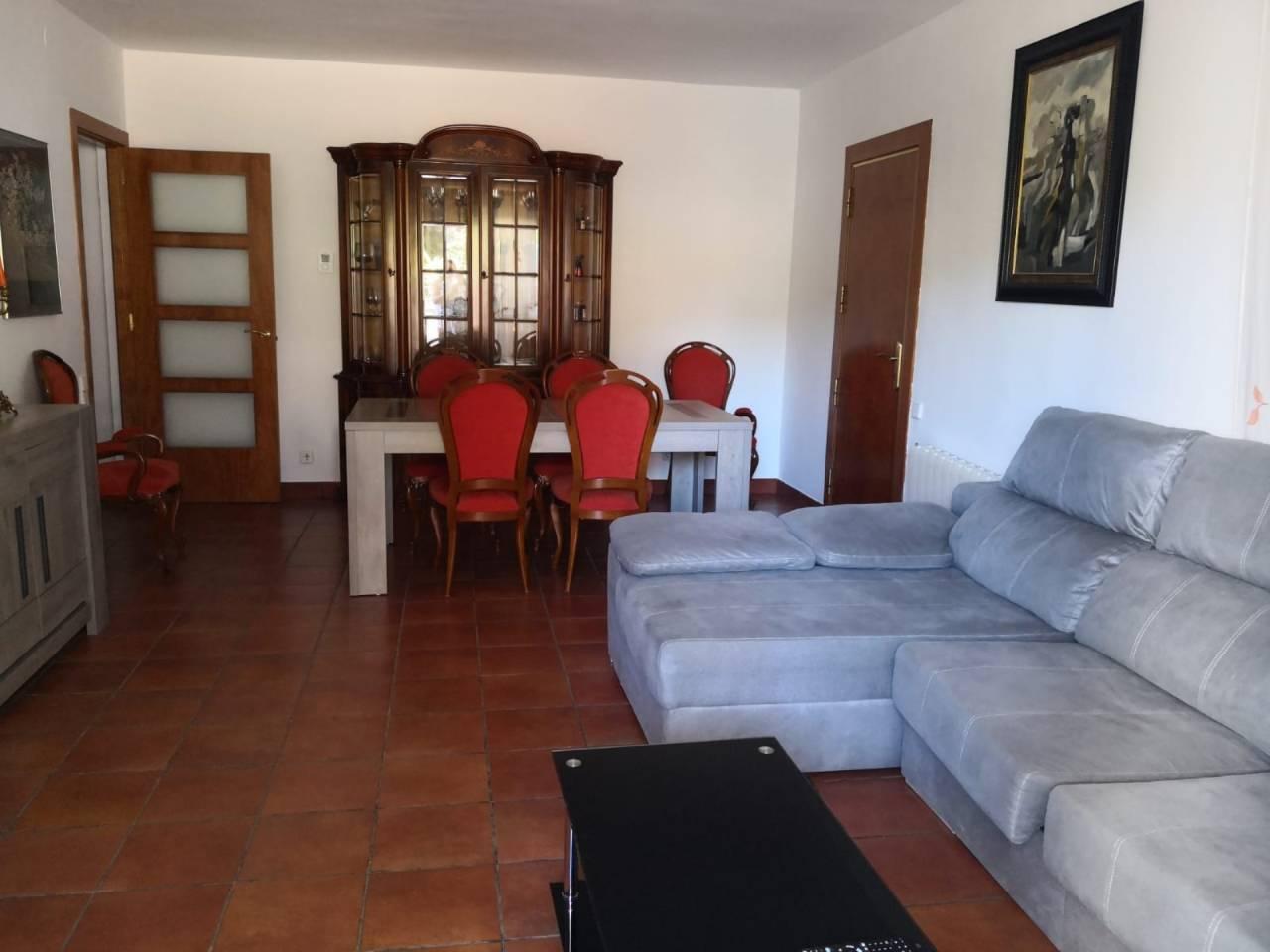 Casa  Vilanova del vallès. Casa muy luminosa y con vistas a la montaña. formada por 3 dormi