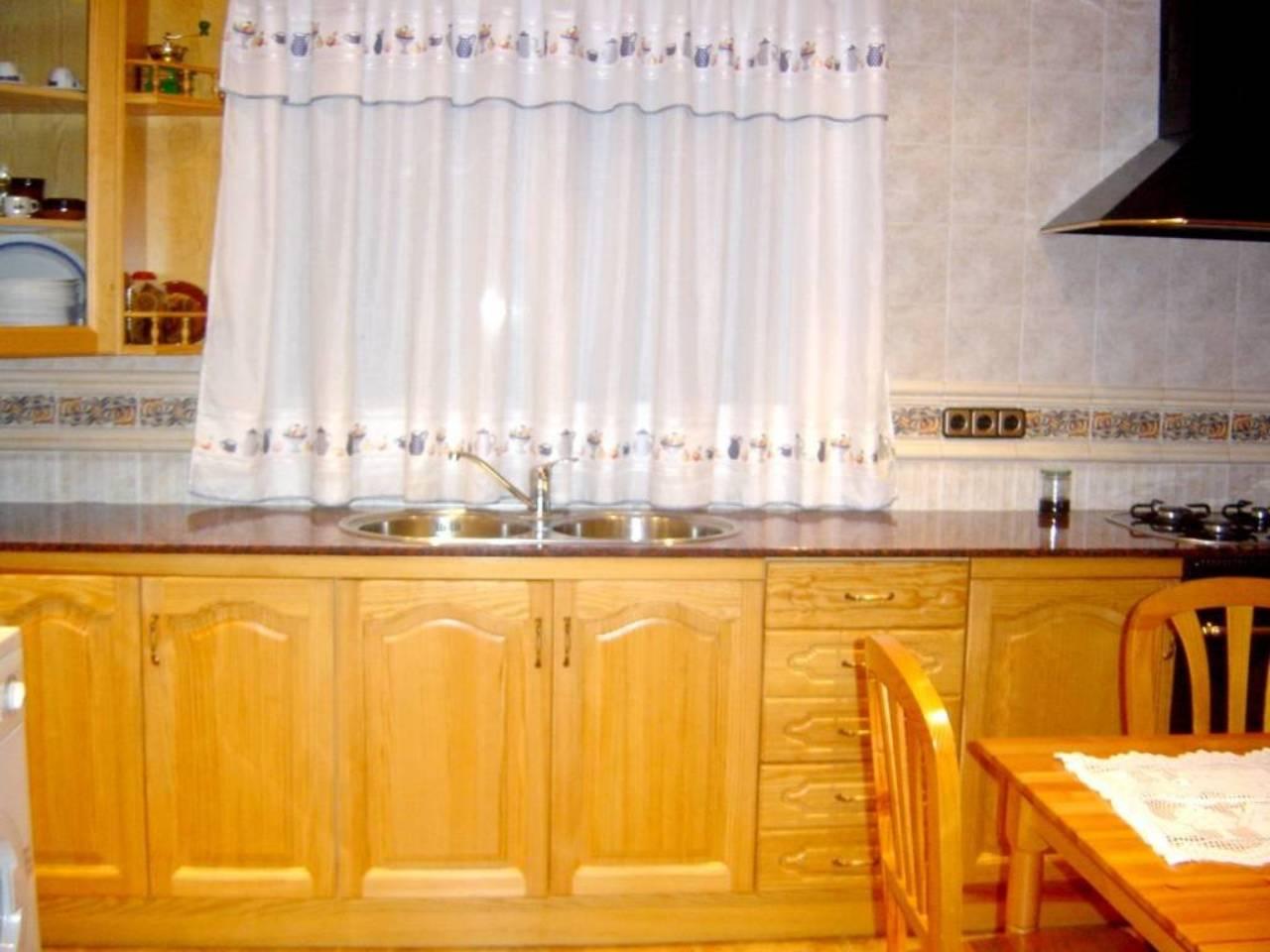Casa  Vilanova del vallès. Superf. 135 m², 1000 m² solar,  4 hab,  2 baños, cocina amplia m