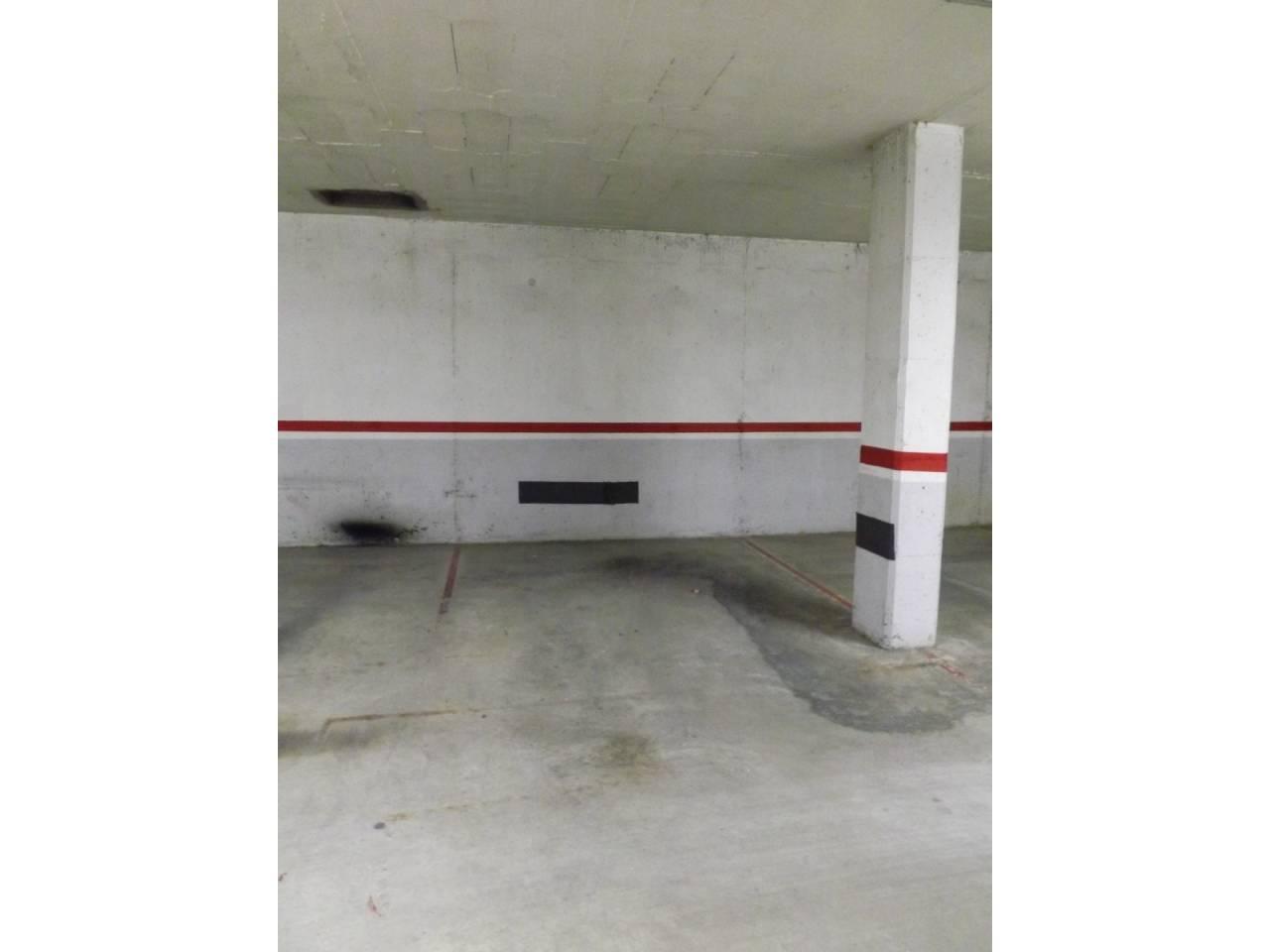 Location Parking voiture  Calle doctor trueta. Finques pardas - se alquila plaza de parking cerca del centro de